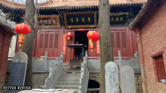 허위 구실들로 봉쇄되는 고대 사원
